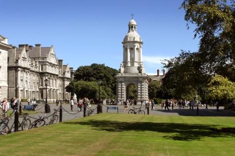 Ernesto Colman y el campanario del Trinity College