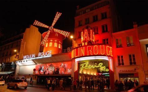 Ernesto Colman no dejó pasar la oportunidad de visitar el Moulin Rouge